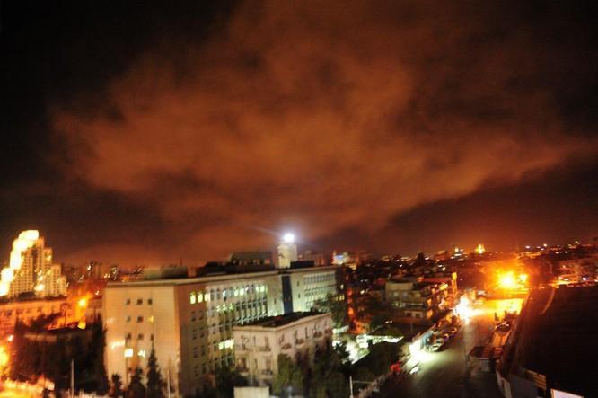 Hơn 100 tên lửa Mỹ, Anh, Pháp ồ ạt tấn công những mục tiêu nào ở Syria ảnh 3