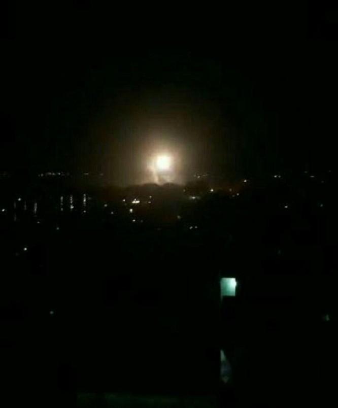 Hơn 100 tên lửa Mỹ, Anh, Pháp ồ ạt tấn công những mục tiêu nào ở Syria ảnh 6