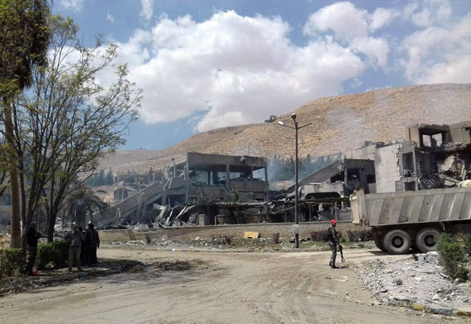 """Syria trụ vững trước đòn tấn công của liên quân phương Tây: Nga cao tay hay """"đi đêm""""? ảnh 1"""