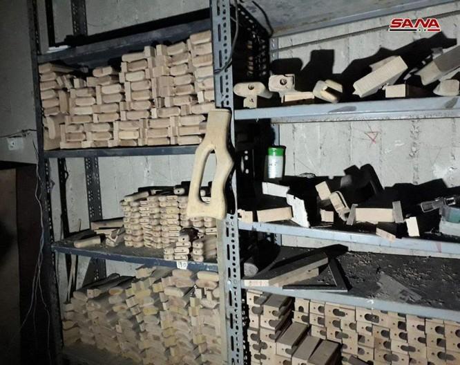 """Quân đội Syria chiếm giữ nhà máy vũ khí lớn của phe thánh chiến ở """"pháo đài"""" Douma ảnh 4"""