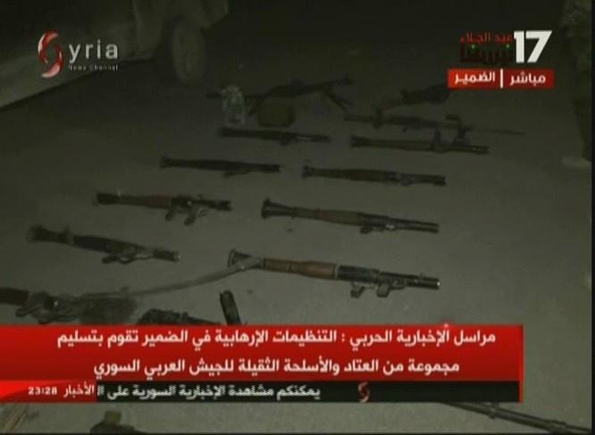 Chiến binh Hồi giáo lũ lượt xin hàng, giao nộp vũ khí cho quân đội Syria ảnh 4