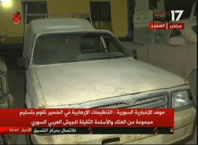 Chiến binh Hồi giáo lũ lượt xin hàng, giao nộp vũ khí cho quân đội Syria ảnh 8