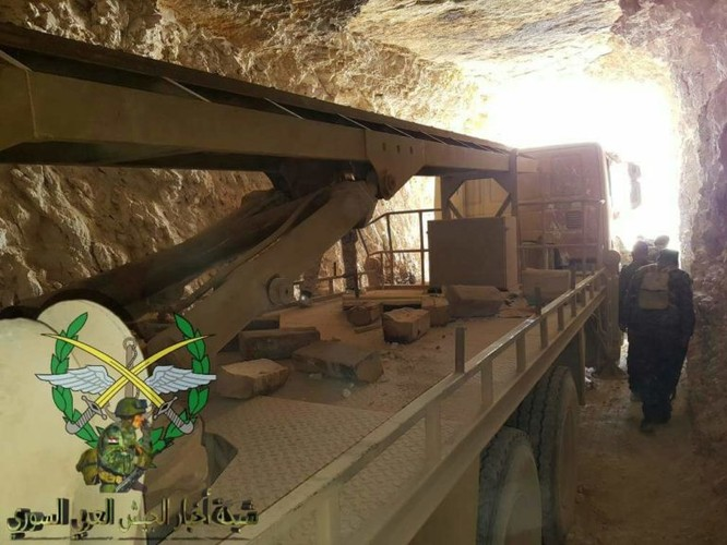 Bức hàng phe thánh chiến, quân đội Syria chiếm 37 xe tăng và 15 tên lửa đạn đạo ảnh 5