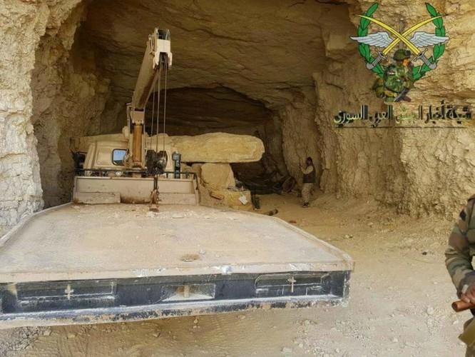 Bức hàng phe thánh chiến, quân đội Syria chiếm 37 xe tăng và 15 tên lửa đạn đạo ảnh 6