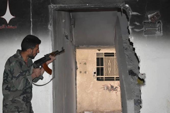 Quân đội Syria chiếm được những vị trí mới từ ISIS ở miền Nam Damascus (Video, Ảnh)