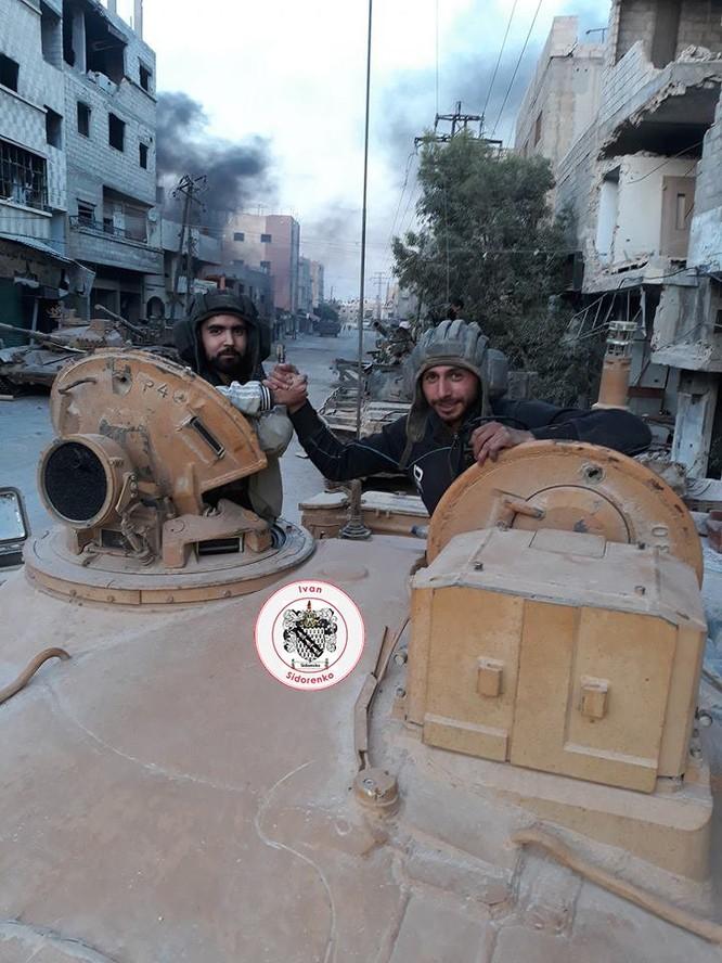 Nga yểm trợ, quân Assad đánh rát IS tại tử địa nam Damasscus ảnh 12