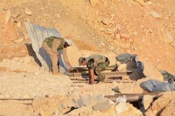 Quân đội Syria chiếm giữ kho vũ khí khủng và tên lửa đạn đạo của phe thánh chiến ở Qalamoun ảnh 4