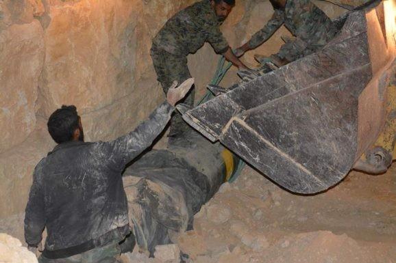 Quân đội Syria chiếm giữ kho vũ khí khủng và tên lửa đạn đạo của phe thánh chiến ở Qalamoun ảnh 5
