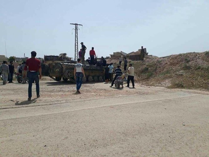 Quân nổi dậy đầu hàng nộp vũ khí, Al-Qaeda quyết chống quân đội Syria ở Rastan ảnh 5
