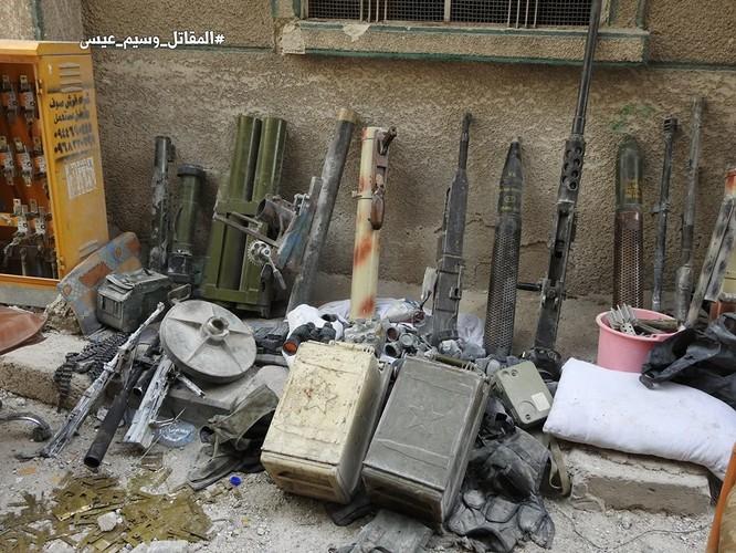 Quân thánh chiến Syria cố thủ ven Damascus đầu hàng, di tản về miền bắc Aleppo ảnh 2