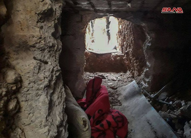 Kinh hoàng hệ thống hầm hào của IS trong tử địa Yarmouk, Syria ảnh 2