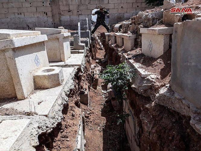 Kinh hoàng hệ thống hầm hào của IS trong tử địa Yarmouk, Syria ảnh 4