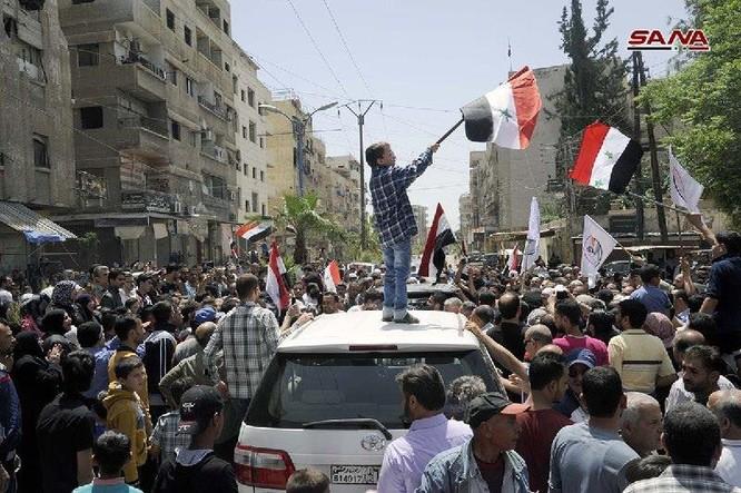 Quân đội Syria thượng cờ trong 3 quận ven Damascus sạch bóng thánh chiến ảnh 2