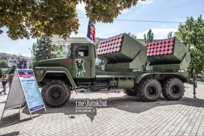 Dân quân Donesk dội lửa quân đội Ukraine bằng pháo phản lực tự chế ảnh 1