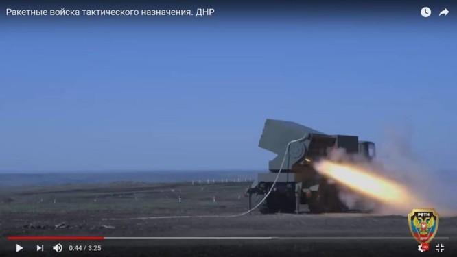 Dân quân Donesk dội lửa quân đội Ukraine bằng pháo phản lực tự chế ảnh 4