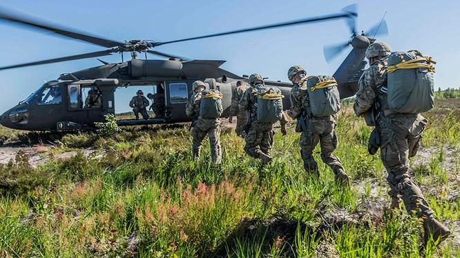 Mỹ-NATO dồn dập động binh dằn mặt Nga ảnh 3