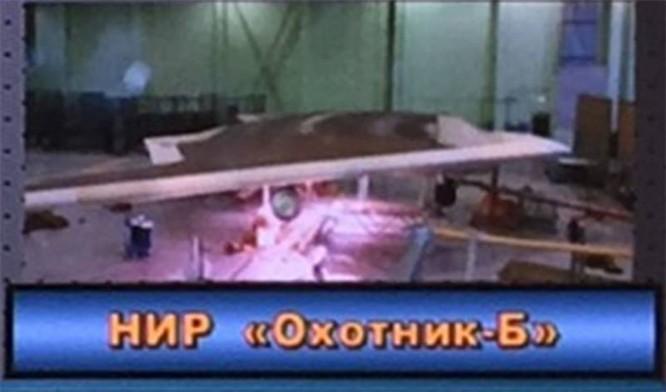 """Nga chế tạo máy bay không người lái hạng nặng """"Okhotnik"""" đọ Mỹ và Trung Quốc ảnh 3"""