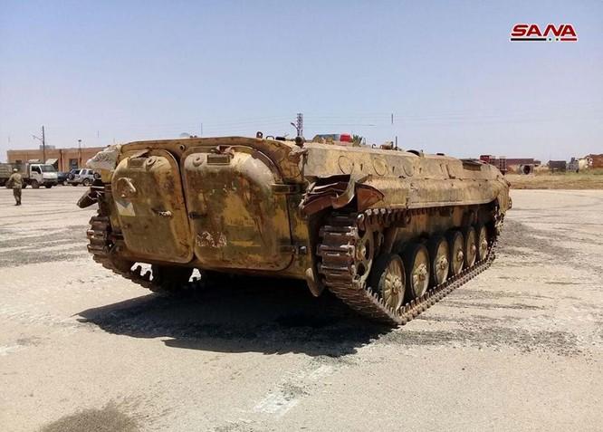 """""""Hổ Syria"""" tốc chiến chiếm giữ lượng lớn vũ khí khổng lồ của quân thánh chiến ở Daraa ảnh 3"""