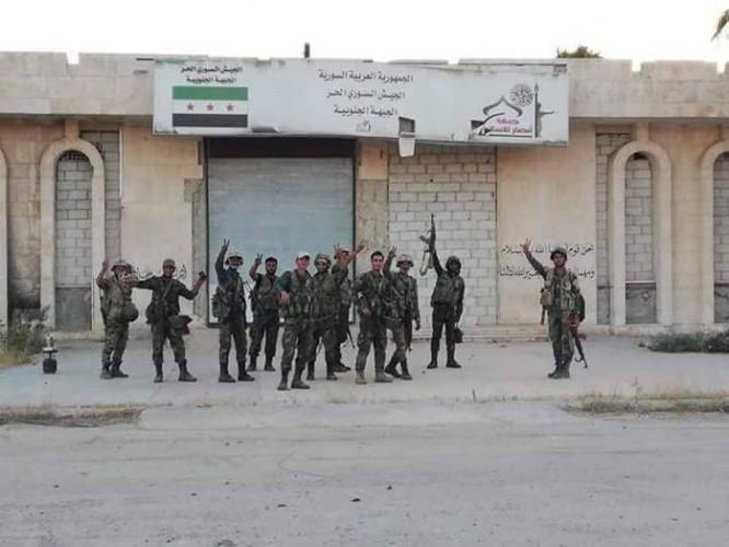 Đánh bại thánh chiến, quân đội Syria thượng cờ tại cứ địa trên biên giới Jordan ảnh 1