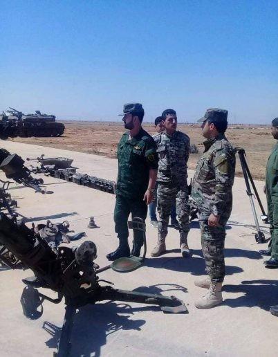 """Tướng """"Hổ Syria"""" thanh sát vũ khí chiếm giữ của quân thánh chiến ảnh 3"""