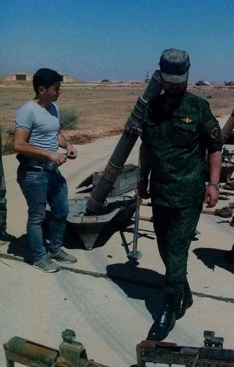 """Tướng """"Hổ Syria"""" thanh sát vũ khí chiếm giữ của quân thánh chiến ảnh 5"""