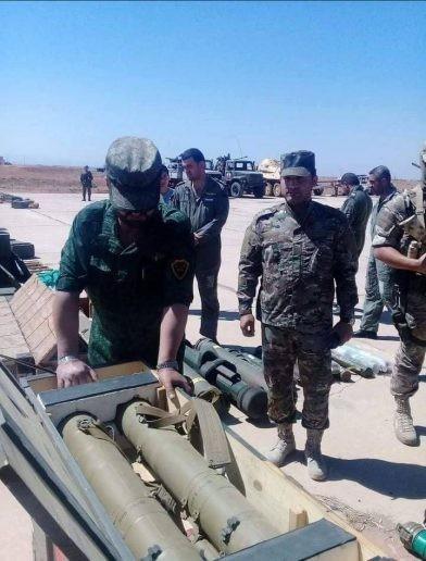 """Tướng """"Hổ Syria"""" thanh sát vũ khí chiếm giữ của quân thánh chiến ảnh 6"""