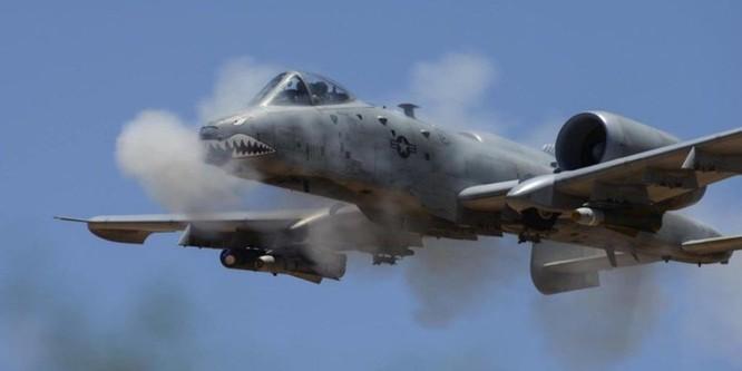 """""""Xe tăng bay"""" Su-25 Nga và """"thần sấm"""" A-10C Mỹ, ai mạnh hơn? ảnh 2"""