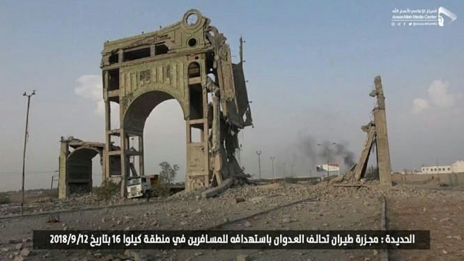 Chiến binh Houthi tấn công diệt hàng chục xe cơ giới kẻ thù, liên quân Ả rập tuyên bố cắt đường tiếp vận Sanaa ảnh 1