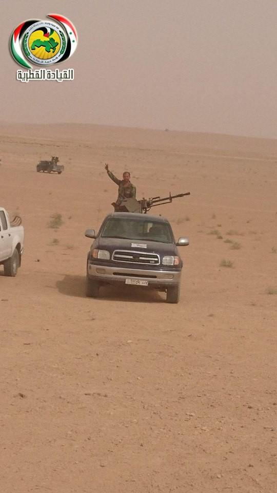 Quân đội Syria ác chiến IS tử thủ trên sa mạc tỉnh Homs – Deir Ezzor ảnh 4