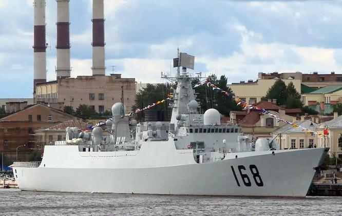 Tàu chiến Trung Quốc áp sát nguy hiểm khu trục hạm Mỹ trên Biển Đông ảnh 1