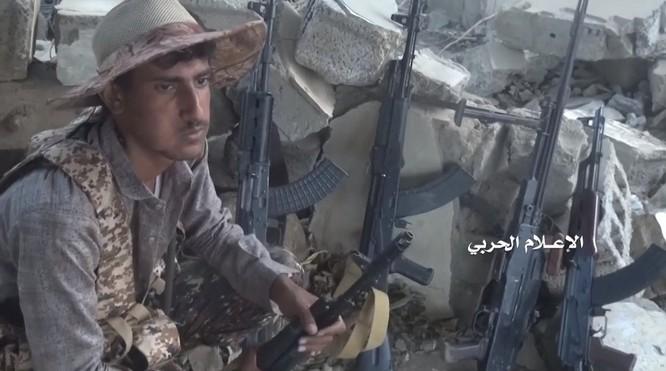 Chiến binh Houthi tập kích chiếm tên lửa chống tăng hiện đại nhất của Ả rập Xê-út ảnh 5