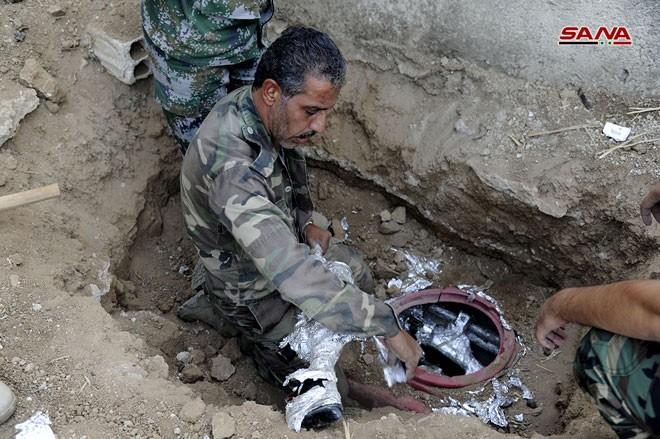 Quân đội Syria chiếm kho vũ khí bí mật của phiến quân Al-Qaeda gần Damascus ảnh 7