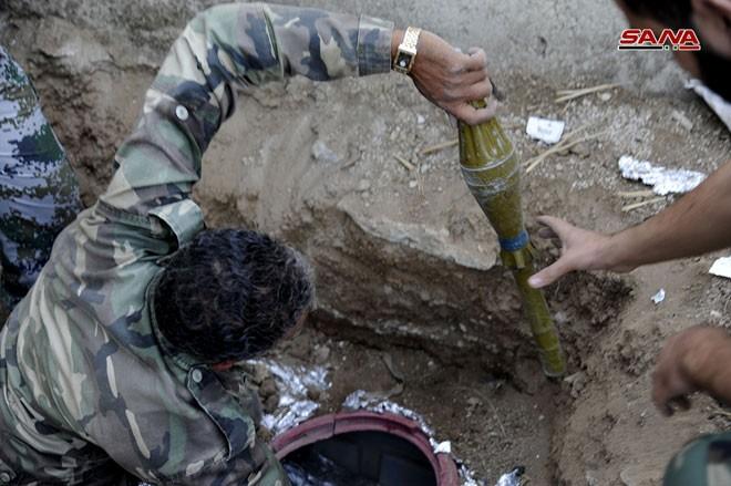 Quân đội Syria chiếm kho vũ khí bí mật của phiến quân Al-Qaeda gần Damascus ảnh 8