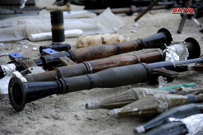 Quân đội Syria chiếm kho vũ khí bí mật của phiến quân Al-Qaeda gần Damascus ảnh 14