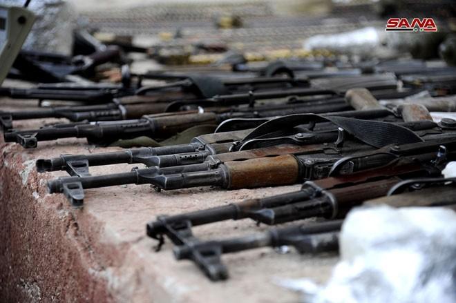 Quân đội Syria chiếm kho vũ khí bí mật của phiến quân Al-Qaeda gần Damascus ảnh 16