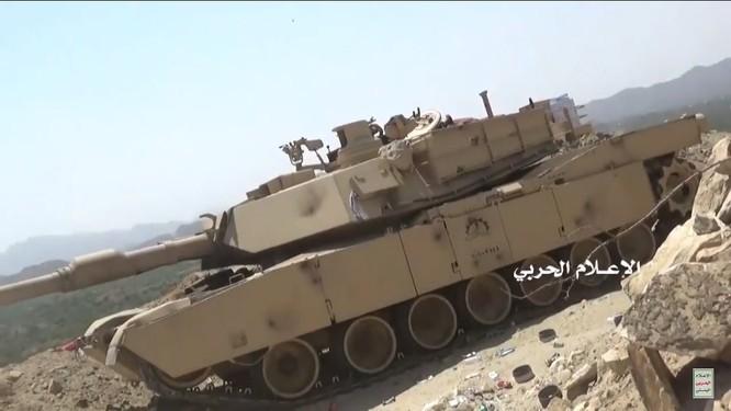 Houthi thiêu hủy một xe tăng M1A2 Abrams của quân đội Ả rập Xê-út ảnh 1