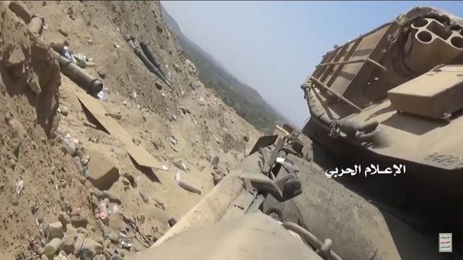 Houthi thiêu hủy một xe tăng M1A2 Abrams của quân đội Ả rập Xê-út ảnh 2