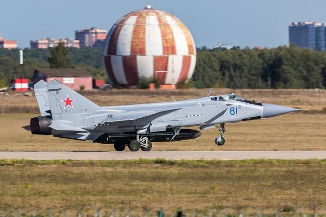 Lộ ảnh máy bay tiêm kích tầm xa MiG – 31D mang tên lửa chống vệ tinh ảnh 2