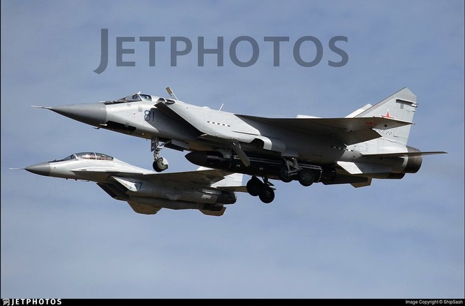 Lộ ảnh máy bay tiêm kích tầm xa MiG – 31D mang tên lửa chống vệ tinh ảnh 3