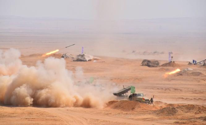 Tăng Mỹ Abrams gầm thét với hỏa lực yểm trợ của Shilka và Grad Nga ảnh 3
