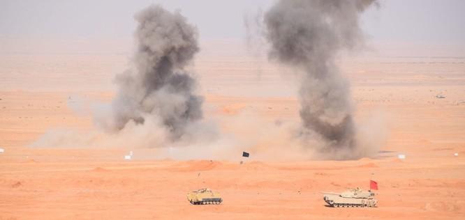 Tăng Mỹ Abrams gầm thét với hỏa lực yểm trợ của Shilka và Grad Nga ảnh 5