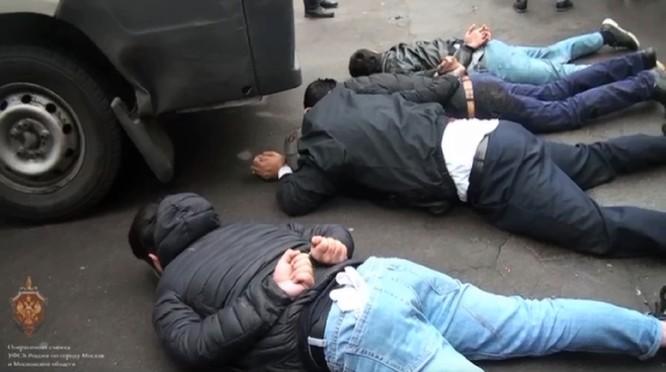 Nga bắt giữ một nhóm IS ở Moscow, ngăn chặn các vụ khủng bố dây chuyền ảnh 2