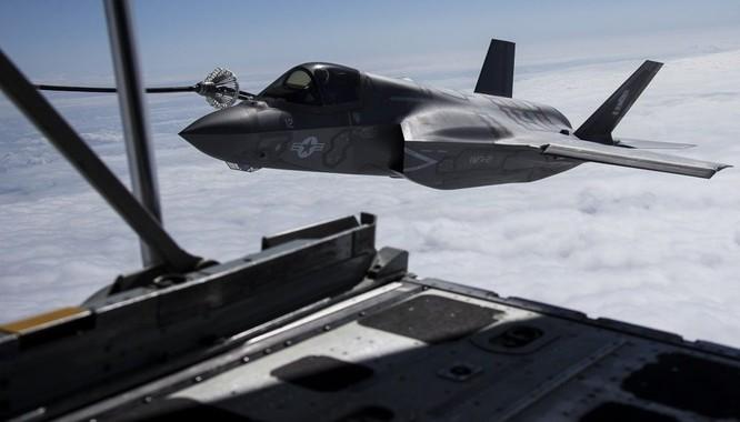 Biển Đông: Mỹ thực hiện diễn tập tiếp dầu 3 máy bay F-35B ảnh 1