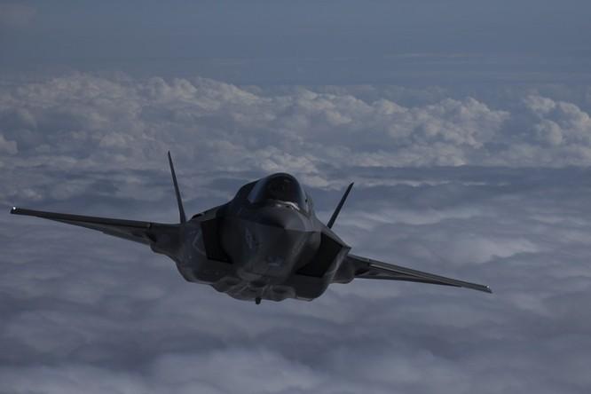Biển Đông: Mỹ thực hiện diễn tập tiếp dầu 3 máy bay F-35B ảnh 3