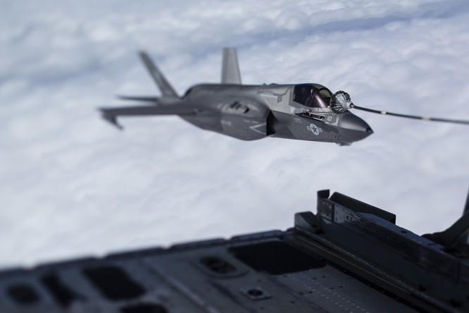 Biển Đông: Mỹ thực hiện diễn tập tiếp dầu 3 máy bay F-35B ảnh 4