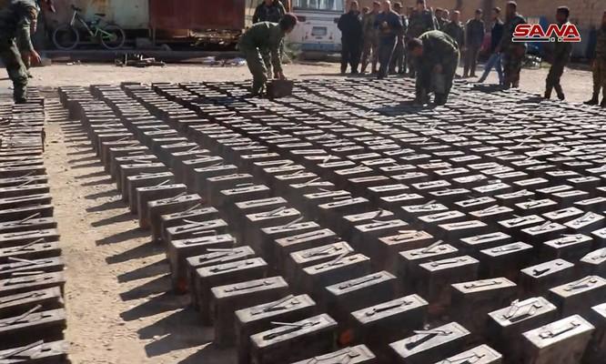 Quân đội Syria phát hiện một kho đạn khổng lồ của IS do Mỹ sản xuất ảnh 3