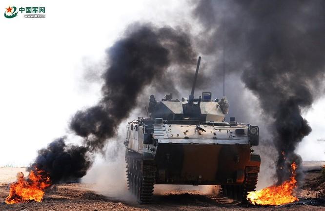 """Trung Quốc trưng bày xe thiết giáp """"nhái"""" của Nga ảnh 2"""