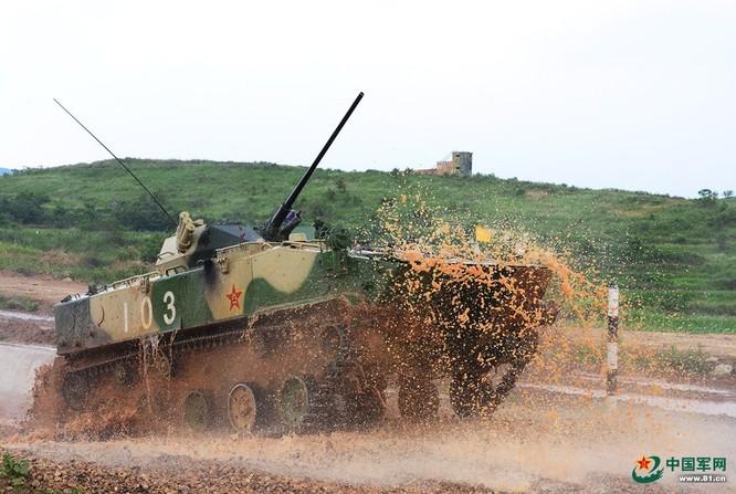 """Trung Quốc trưng bày xe thiết giáp """"nhái"""" của Nga ảnh 3"""