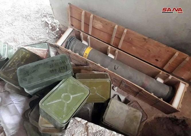 Quân đội Syria phát hiện một kho vũ khí mới ngoại ô Damascus, có cả tên lửa TOW ảnh 2