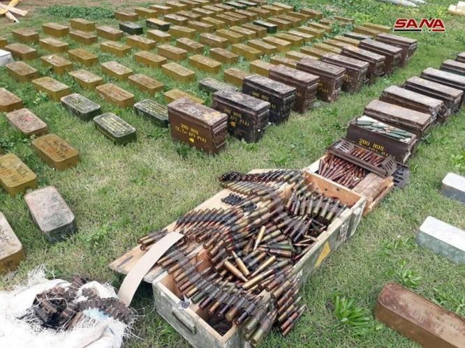 """Quân đội Syria lại phát hiện 3 kho vũ khí lớn của """"nổi dậy"""" ở Damascus, Homs và Daraa ảnh 1"""